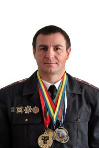 Индюков с наградами (бел. фон)