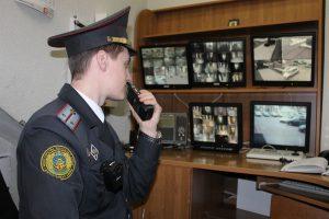 лейтенант милиции Дрозд передает оперативную информацию ближайжим нарядамГ10-15 (4)