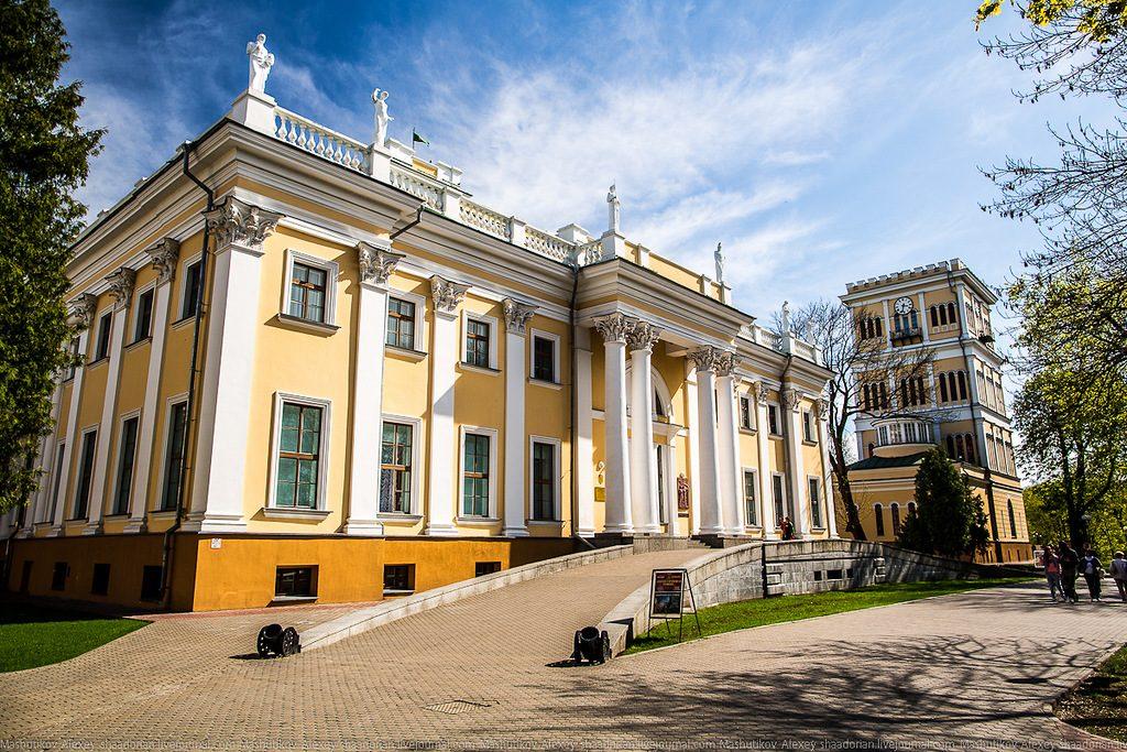 Gomelskii_dvorcovo-parkovyi_ansambl_1